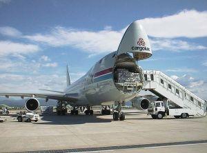 转口贸易货物承运深圳香港到法国巴黎首都空运